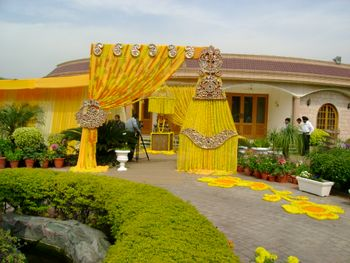 Genda Phool Drape Style Entrance Decor