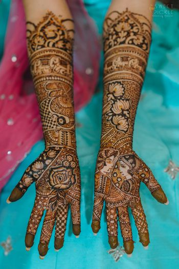 unique mehendi with bride and groom portraits