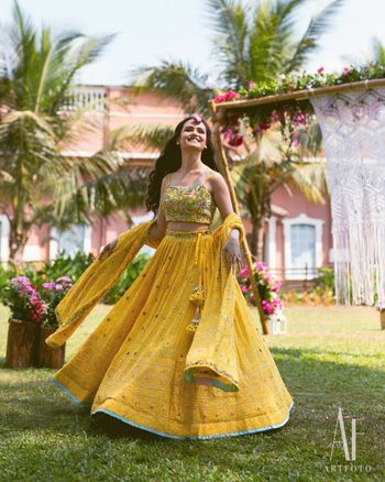 Photo of Pretty bride twirling on her mehendi