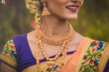 Marathi bride wearing gold jewellery with saree.