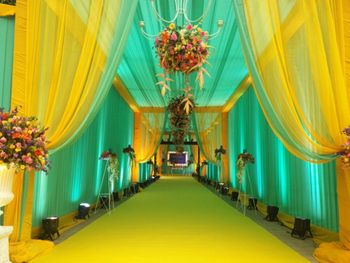 Photo of Entrance decor with yellow and turquoise drapes