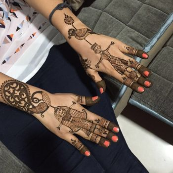 Unique Mehendi Design with Bride and Groom Portrait