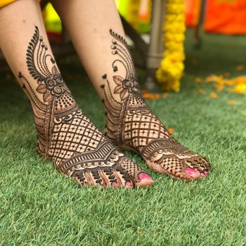 An intricate and beautiful feet mehendi design