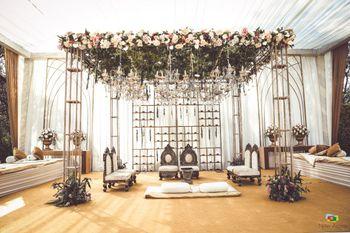 Minimal mandap decor with hint of flowers
