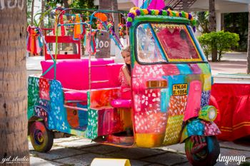 Colourful Auto with Pompoms and Origami in Decor
