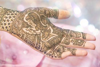 Photo of Bridal Mehendi with Portrait