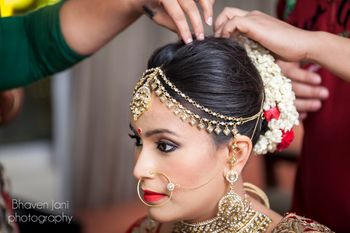 Bride Getting Ready with 2 Strand Mathapatti