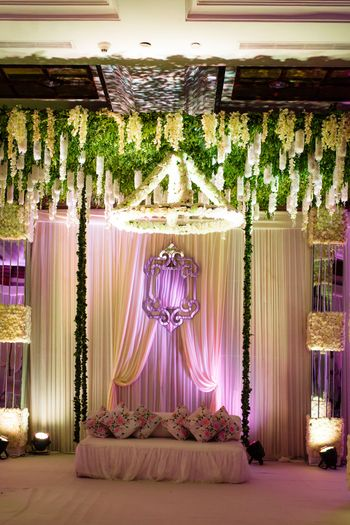 Photo of Swing style stage setup with mirror backdrop