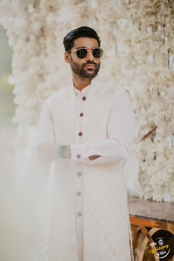 Groom dressed in all white.