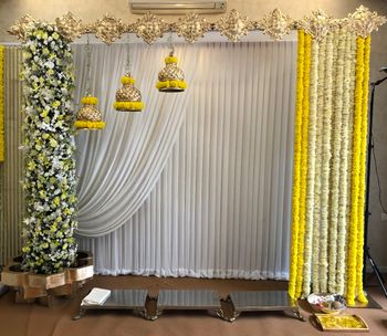 Floral decor for the home could be the best for mehndi function.