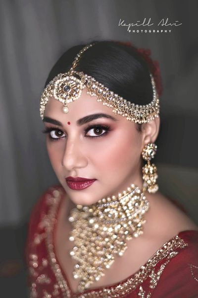 Photo of A stunning bronzed up makeup look on a beautiful bride.