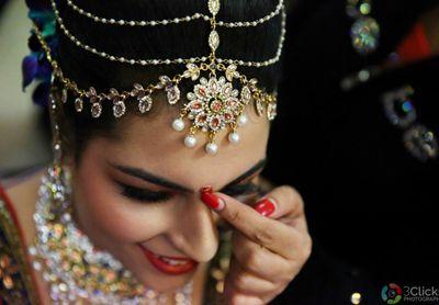 Photo of Beautiful bridal layered nethi chutti