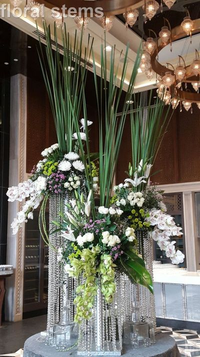 Photo of table centerpieces ieh tall vasem green and purple