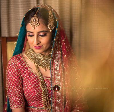 Photo of Contrasting dupatta lining bridal portrait