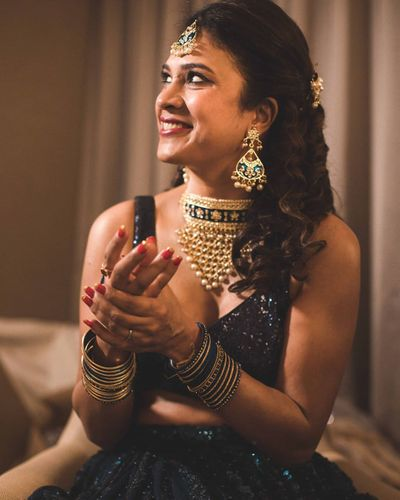 Photo of Bride wearing aadh necklace with shimmery lehenga