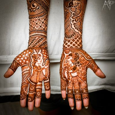 Photo of Half and half mehendi with jaimala scene