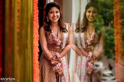 Photo of Shweta Tripathi wedding with floral jewellery on mehendi