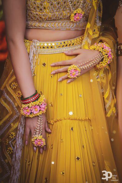 Photo of Mehendi haathphool in pink and yellow