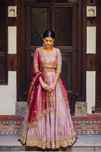 Photo of Light pink lehenga with red dupatta for sister of the bride