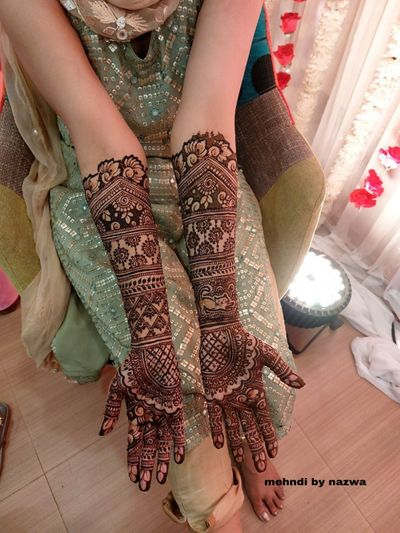Photo of beautiful and traditional mehendi design on hands
