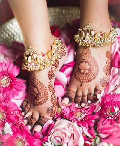 Photo of A simple feet mehndi design