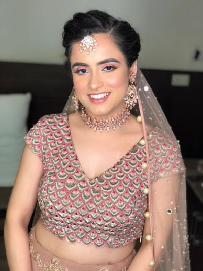 Photo of Bride with minimal and elegant jewellery with scalloped designed blouse