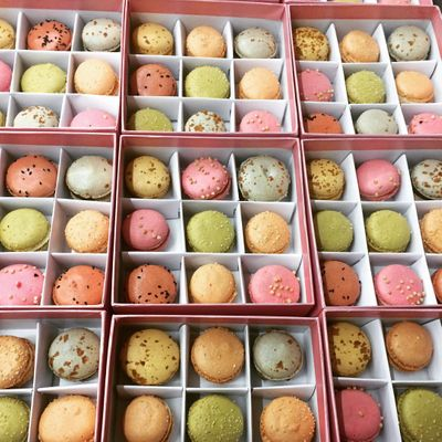 Photo of macaroon wedding gifts