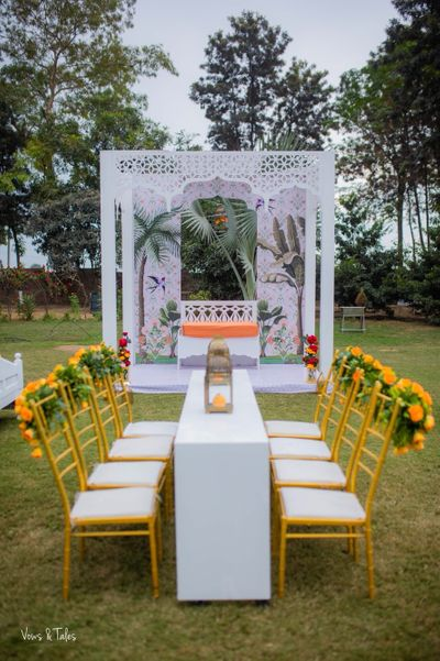 Photo of White mehendi decor with a pop of yellow