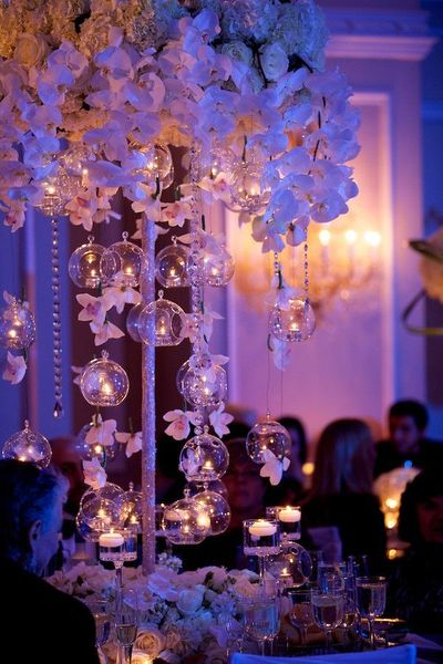 Photo of Pretty decor idea with white flowers and hanging balls