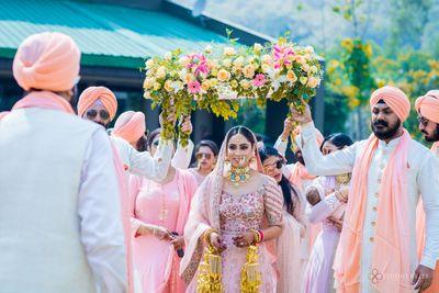 Photo of A Sikh bride entering under a phoolon ki chaadar