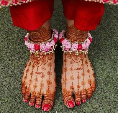 Photo of Minimal mehndi design for modern brides