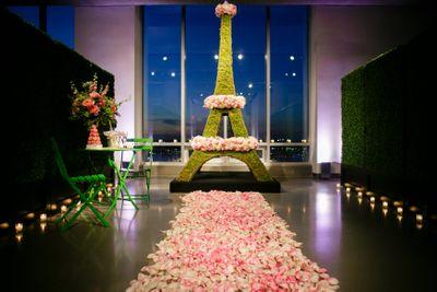 Photo of Eiffel Tower floral decor theme
