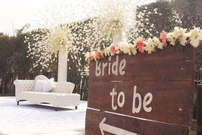 Photo of White theme stage decor