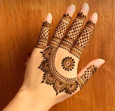 Photo of Checkered Finger Mehendi design with a semi-circular pattern at the back of the hand.