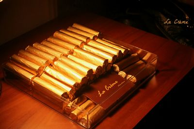 Photo of chocolate cigars to give as favors