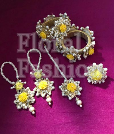 Gotta jewellery set in yellow