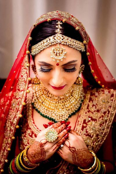 Photo of Elaborate bridal jewellery with mathapatti and necklace