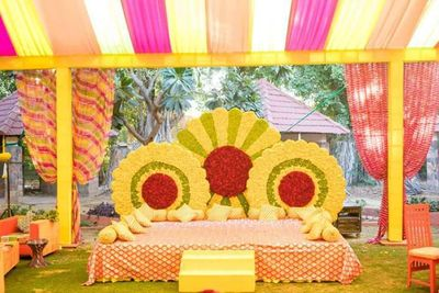 The colorful Mehendi decor