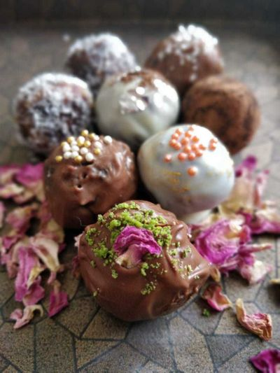 CHOCOLATE COATED DATE & NUT TRUFFLES