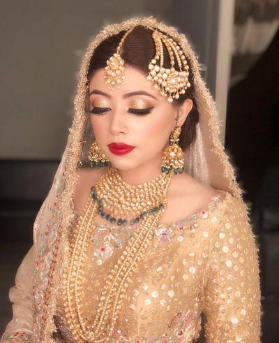 Romani (The bride in gold)