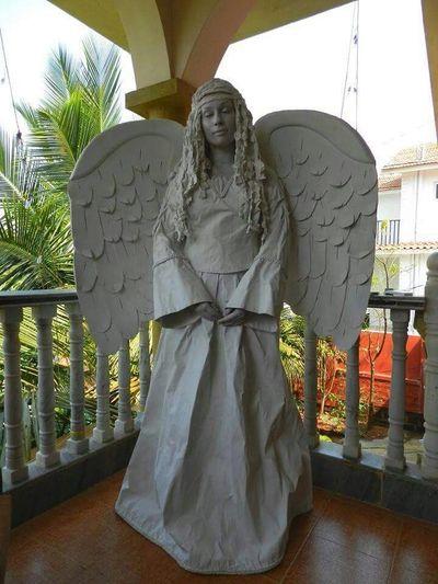 human statue's