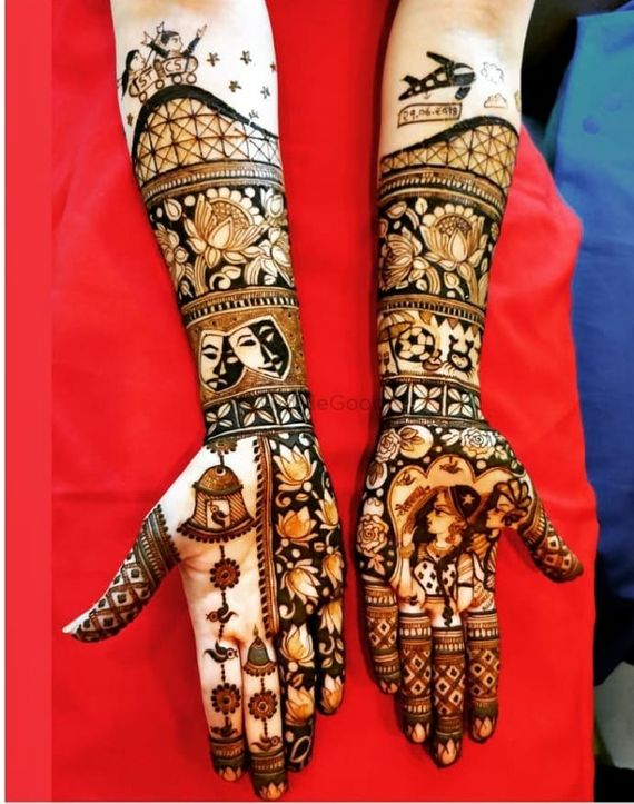 Photo of Gorgeous personalized front hand mehendi design