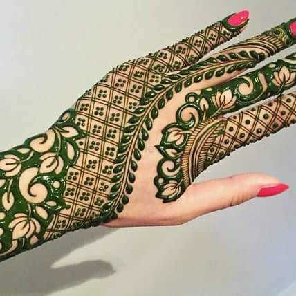 Photo of Pretty thick and jalli bridal mehendi for the wedding