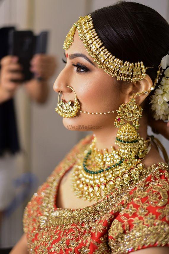 Photo of Contrasting bridal jewellery heavy
