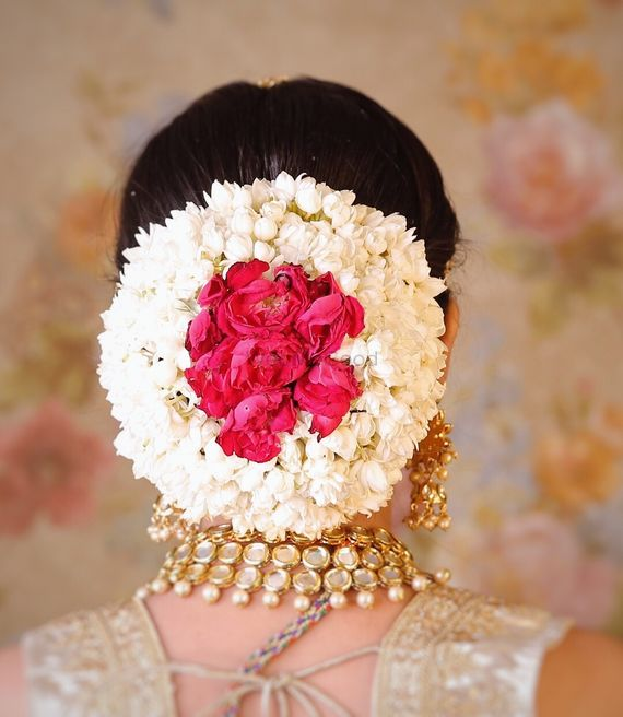 Photo of Bridal bun with gajra and roses