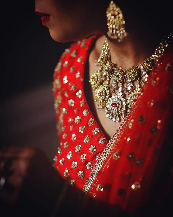 Photo of Pretty bridal necklace with Kundan and red lehenga