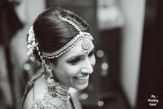 Photo of Bride Wearing Single Strand Mathapatti