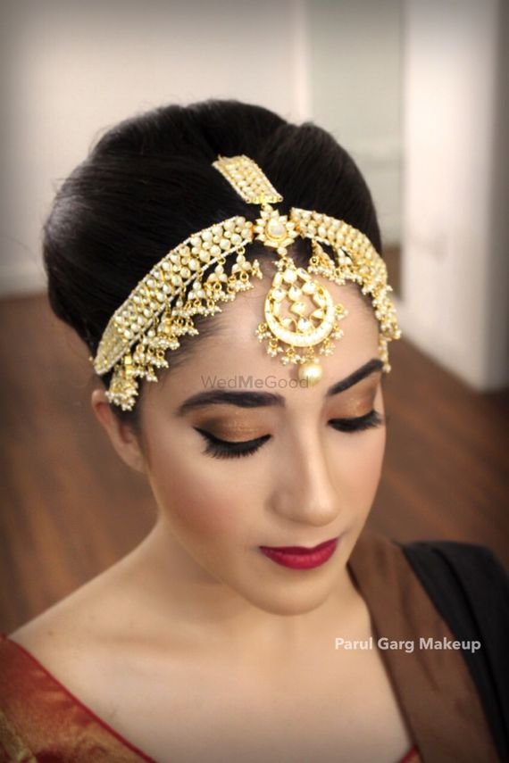 Photo of Big bridal mathapatti in light gold finish
