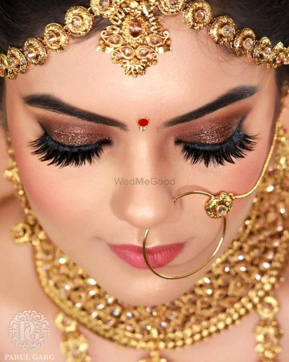 Photo of Stunning brown smokey eye look with shimmer and fake eyelashes