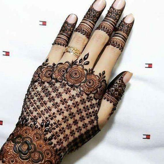 Photo of Lace glove style modern mehendi design